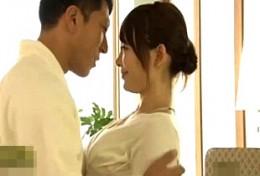 清楚系人妻が久々セックスに痙攣して腰砕け!小西悠02