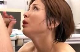 熟女上司が部下の巨根で犯され汗だくになってピクピク痙攣!03
