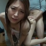 かわいらしい人妻が複数の男達を自宅に招き入れ中出し浮気セックス!杉崎杏梨