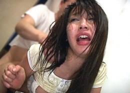 美人妻がカラオケ店で巨根レイプ魔に無茶苦茶にされ大量潮吹きガクガク大痙攣アクメが止まらない!