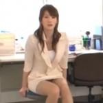 保健室で先生を手マンで潮吹き!01