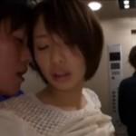 激カワ娘がエレベータの中で発情してガクガク痙攣アクメ!01
