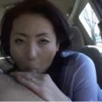 美熟女が手コキ&フェラで抜き奉仕!01