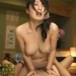 裸にエプロンを着た奥さんが手マンでヒクヒク痙攣!04