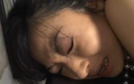 熟女を電マ調教で悶絶痙攣!02