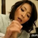 欲求不満の美人妻が息子を誘惑してガクブル痙攣!06