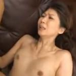 スタイルのいい熟女が手マンでヒクヒク痙攣!01