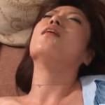 細身の熟女がガンガンに突かれてヒクヒク痙攣!01