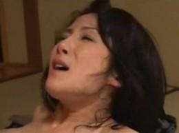 熟女妻が若い男との不倫セックスで痙攣アクメ!02