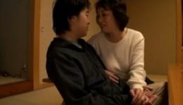 高齢熟母が息子と7年ぶりのエッチでイキまくり!02