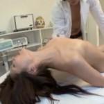 お姉さんが治療院でエビ反り痙攣マッサージ!04