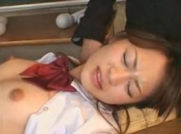 美女JKが電マでバイブでヒクヒク痙攣オーガズム!1