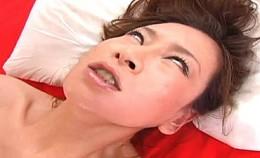 狂った女優No.1白目剥き痙攣イキ狂って気絶しちゃう変態おばさん!*視聴要注意!02