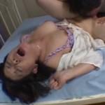 息子の手マン・クンニでヒクヒク痙攣する熟母04