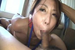 イマラチオ調教中の美人妻が手マンで激痙攣オーガズム!02