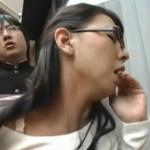 メガネ熟女が娘の同級生にバックで挿入されてお尻ヒクヒク![村上涼子]02