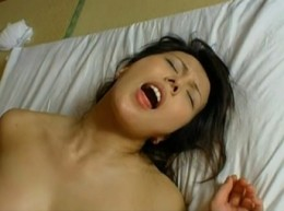ドM美人妻が浮気エッチで汗だく痙攣イキ!2