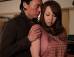「アナタごめんさない」熟女人妻が旦那の前で寝取られ痙攣アクメ!05
