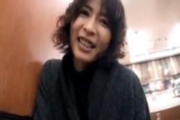 美熟女が公衆トイレでローター使ってオナニー痙攣イキ!02