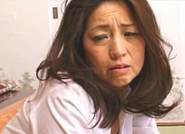 55歳高齢熟女の母が息子のクンニでヒクヒク!石原よしえ00