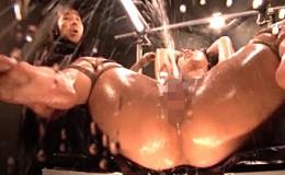 巨乳熟女母が媚薬漬けにされ電動ドリルバイブとセックスマシーンで大量噴水潮吹き大絶叫激痙攣イキまくり!村上涼子02