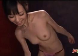 美少女が彼氏に股がって騎乗位でピクピク痙攣アクメ!01