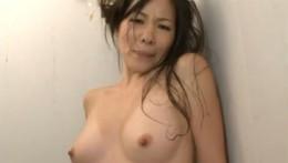 欲求不満の普通の主婦はシャワー当てられただけでアクメします!02