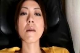 美熟女がパンティの上から手マンオナニーで痙攣アクメ!2