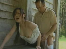 浮気妻がバス停で突かれてガクガク痙攣!01