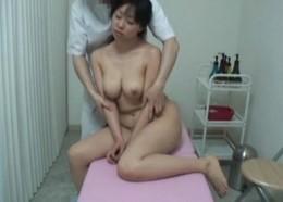 巨乳人妻がエロマッサージで痙攣オーガズム!02