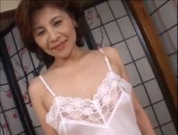 巨乳の高齢熟女がパイパン攻められ連続ヒクヒク痙攣!20