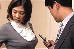 欲求不満の淫乱人妻が浮気不倫エッチでガクガク痙攣アクメ![ながえスタイル]佐伯奈々02