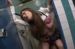 友人旦那を寝取る淫乱人妻がトイレで連続ガクガク痙攣イキ!02
