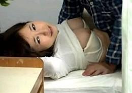 彼氏の見舞いにやってきた美女達が隣の患者の勃起肉棒に発情して寝取られ痙攣アクメ!篠田ゆう他3名