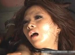 拘束された黒ギャルが媚薬強制アクメ地獄で白目剥いて大痙攣イキ!希咲エマ