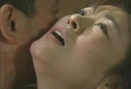 夫の寝取られ趣味で強姦されビクビク痙攣する腋毛のある人妻!