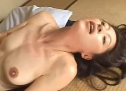 美人系の熟女人妻が若いチ●ポで絶叫痙攣アクメ!04
