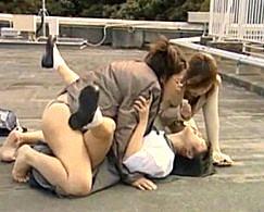 美少女JKが電流入りペニバンでレズ主婦達に犯され痙攣![ヘンリー塚本]日高ゆりあ