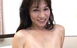 エロい下着を着た清楚な五十路高齢熟女が初撮りエッチで若い肉棒にガン突きされ中出しヒクヒク痙攣アクメ!冴島ゆうり