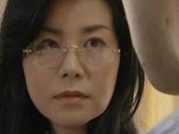44歳社長夫人、若い社員を誘惑してビクビク痙攣する淫乱熟女!07