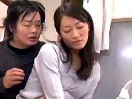 美人妻の家政婦がキモ男に媚薬飲まされクンニでヒクヒク痙攣!青木美空2