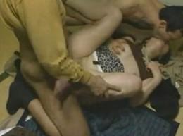 ごく普通の主婦がナンパされ刺激的な3Pエッチで痙攣アクメ!04