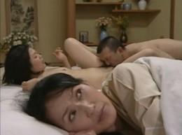 夫婦相互の寝取られで他人棒に痙攣イキする人妻たち!01
