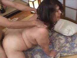 巨漢爆乳の熟女が突かれながら大痙攣!01
