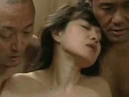 普通の主婦も刺激が欲しい!寝取られ・浮気Hで痙攣欲求する人妻達!02