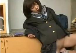「一番好きだよ」と彼氏に電話で言いながらパイパン美少女JKは寝取られて潮吹き痙攣!02