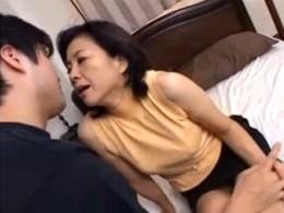 五十路高齢熟女の母が息子巨根に突かれてビクビク痙攣アクメ!江原あけみ01