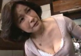 高齢熟女母が息子の若い肉棒でヒクヒク痙攣アクメ!板倉幸江03