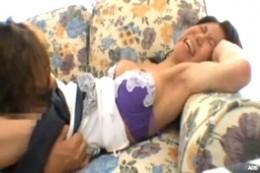 エッチ大好きな熟女人妻がクンニでビクン痙攣アクメ!