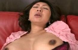 清楚なFカップ熟女が卑猥な黒乳首を晒し手マンで潮吹き痙攣!伊織涼子02